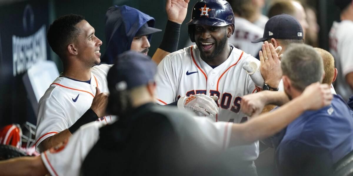 Astros abren playoffs con triunfo sobre Medias Blancas