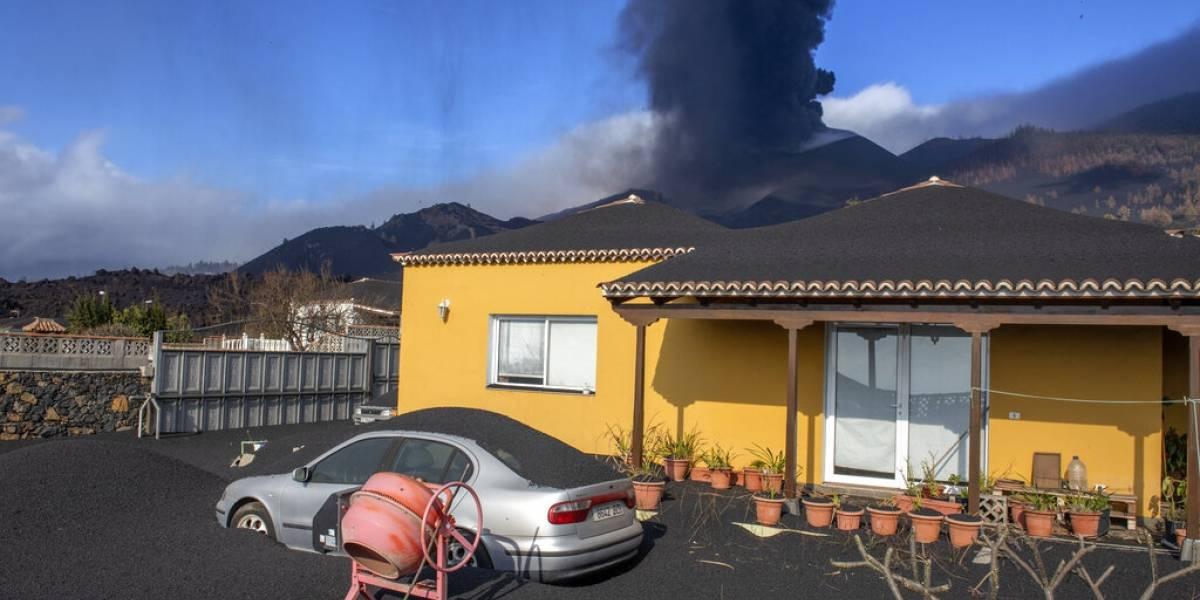 Nuevo río de lava amenaza más construcciones en La Palma