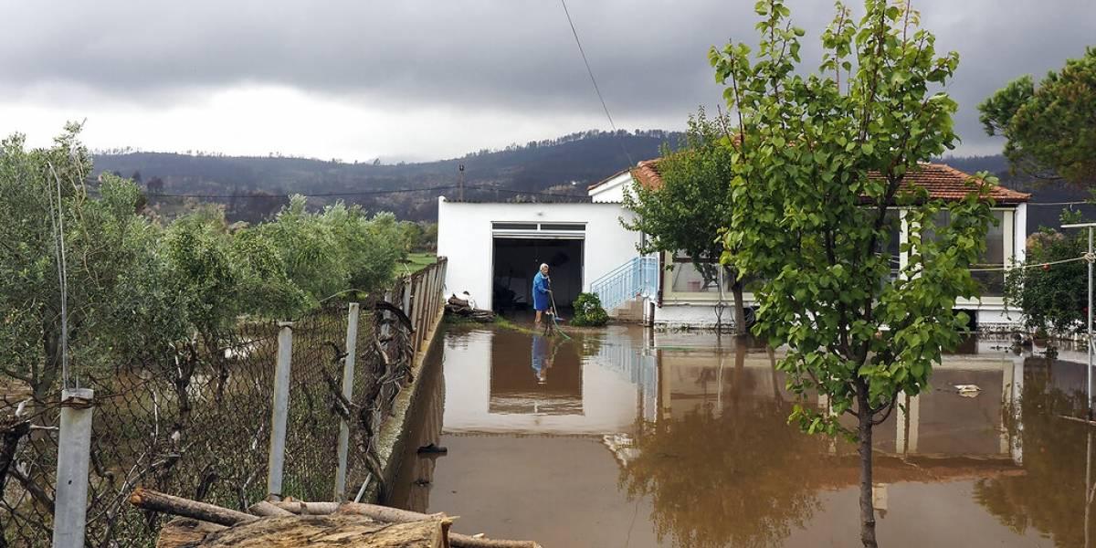 Inundaciones azotan isla griega devastada por incendios