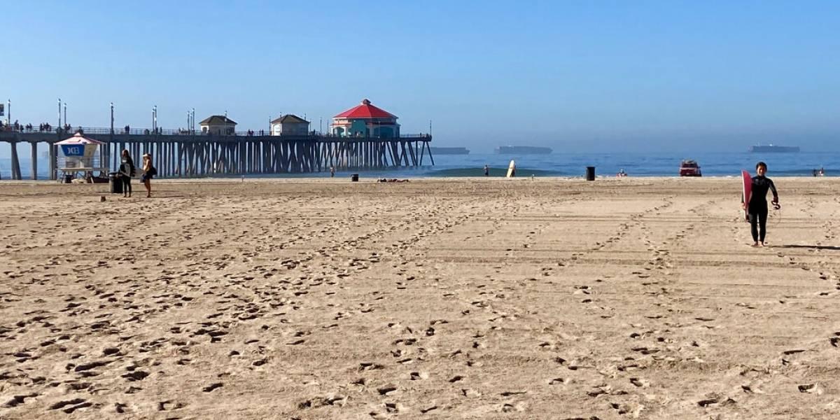 Reabre playa de California afectada por derrame petrolero