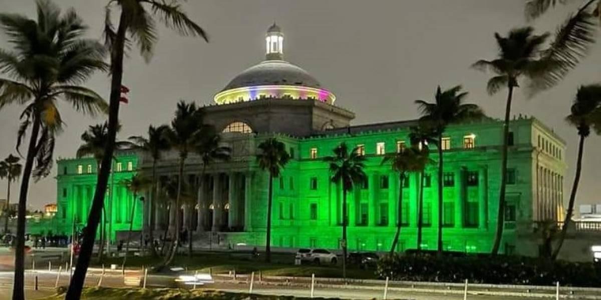 Se ilumina de verde El Capitolio por el Día Mundial de la Salud Mental