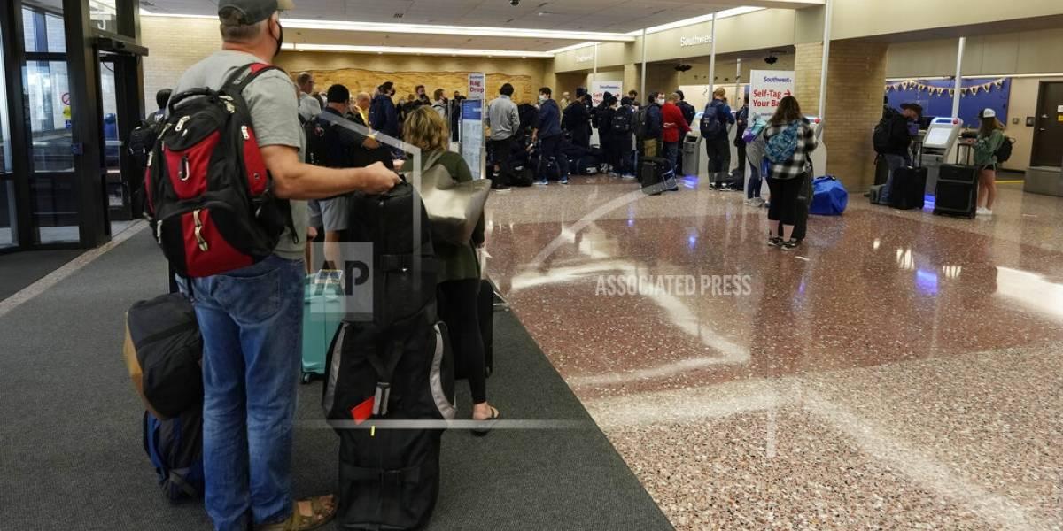 Continúan cancelaciones de vuelos de SouthWest Airlines
