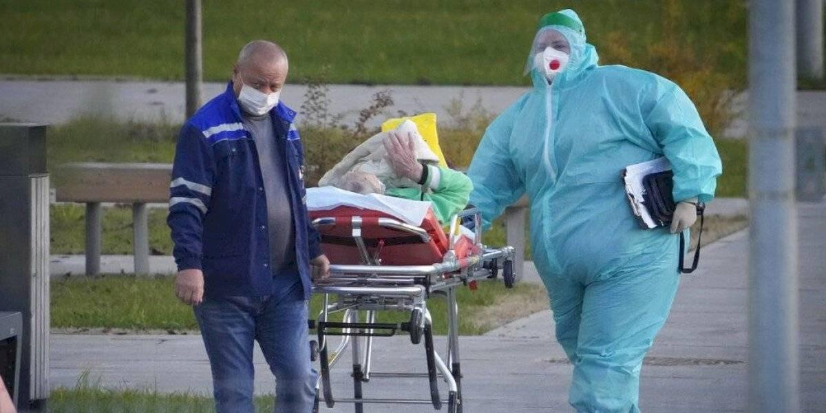Rusia reporta casi mil muertes diarias por COVID-19