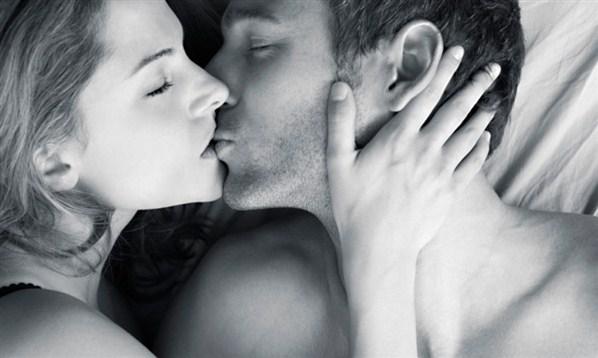 Resultado de imagen para mujer y hombre besandose