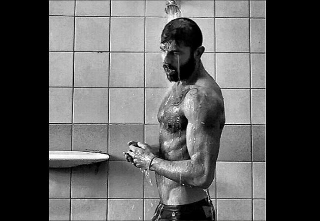 Hombres Desnudos En La Ducha