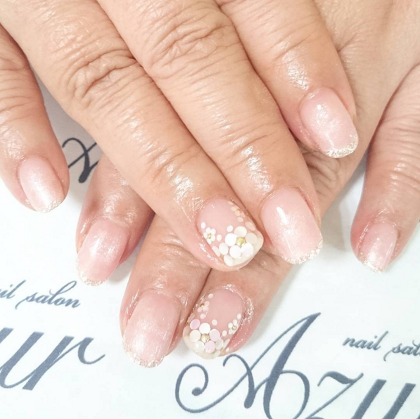 Diseños de nail art para uñas con esmalte color nude para